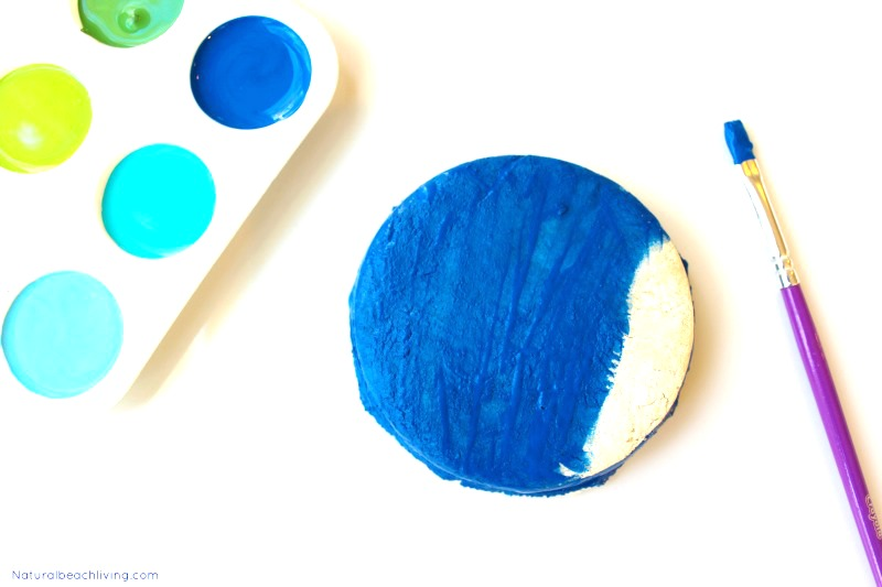 Easy Salt Dough Necklace Earth Day Crafts for Kids of all ages, how to make beautiful Salt Dough necklace with your kids. This Earth Day craft is perfect to make with children at home, in a classroom, or with a group. A lovely and simple Earth Day Art Project