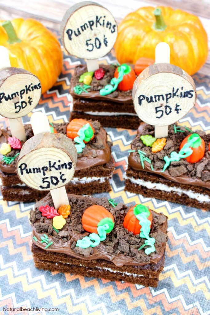 How to Make Easy Pumpkin Patch Snacks, These Halloween Snack Ideas for Kids are easy Fall snacks to make, Dirt Snack Ideas, Halloween Party Snack, Halloween Snacks for Kids, Fall Recipes, Pumpkin Snacks
