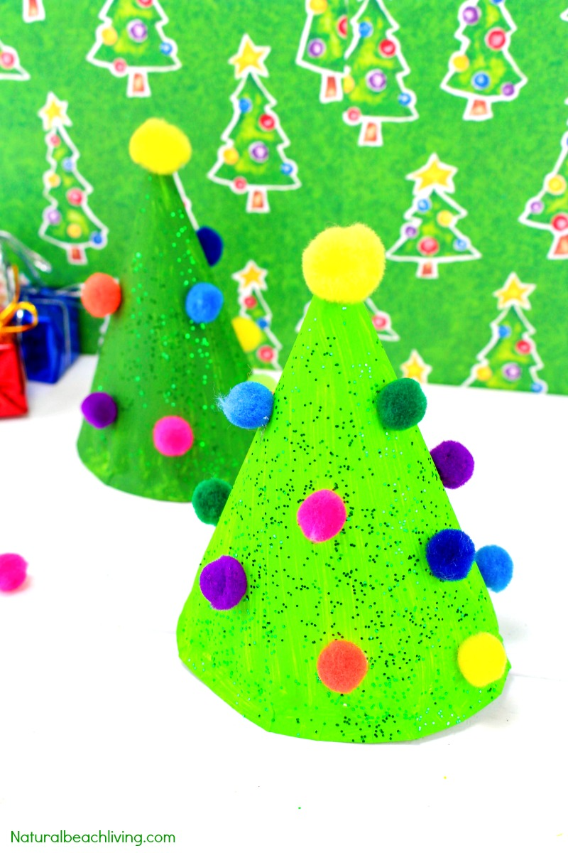 30+ Christmas Crafts for Kids, Easy Christmas Crafts, You'll find quick and easy Christmas crafts for Kids to make, Santa crafts, Reindeer crafts, elf crafts, Paper plate crafts, Handprint crafts, slime ideas and so much more. These Christmas Activities for kids are the best!