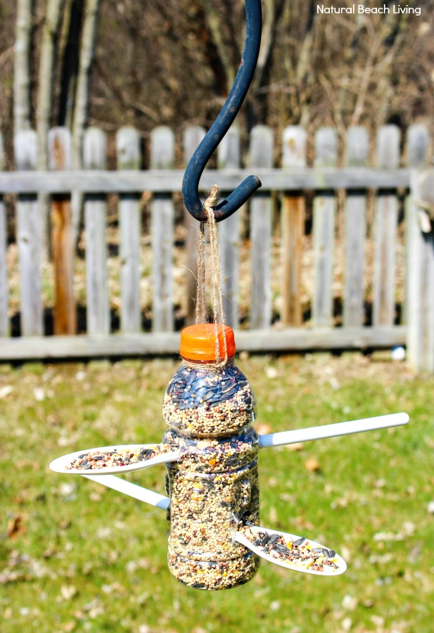 How to Make Bird Feeder Out of Plastic Bottle, Here you will find The Best Homemade Bird Feeders including Plastic Bottle Bird Feeder, recycled bird feeders, Bird Seed Ornaments, Apple Bird Feeder, Pine Cone Bird Feeder, Kid Made Bird Feeders backyard bird printables