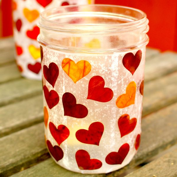 17+ Mason Jar Crafts for Fall, Mason Jar Crafts DIY, Halloween Mason Jar crafts and Mason Jar Crafts for Kids, TheseEasy Fall Centerpieces and Mason Jar Crafts for Fall are just what your house needs to bring in the season. Add a little masonjar fall decor to your craft list this year.