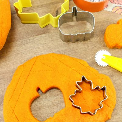 Pumpkin Playdough Recipe – The Best Pumpkin Pie Play Dough