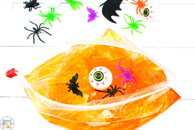 An easy Halloween Sensory Bag, Sensory play for babies, toddlers and preschoolers, How to Make Halloween Sensory Bags, Mess Free Halloween Sensory Activities for exploring senses.