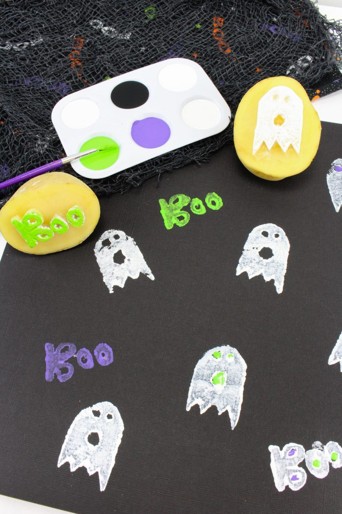 Ghost Potato Stamping craft is such a cute activity for a not so scary Halloween idea. Potato Stamping makes a perfect Halloween craft for toddlers and preschoolers. Halloween Crafts for Kids with a fun Ghost Craft