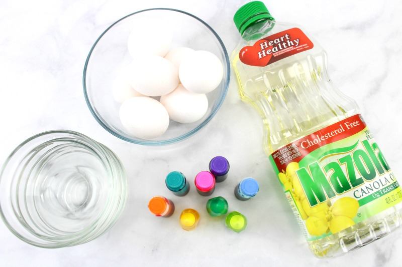 Make beautiful Marbled Easter Eggs with only three ingredients found in every kitchen. These unique speckled Easter eggs are easy to create and look make a great decoration. Easy Easter Eggs for Toddlers and How to Make Marbled Easter Eggs with Oil and Water, Dye Easter Eggs