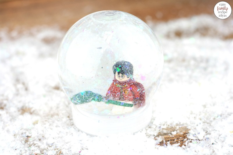 You're going to have a blast making this Harry Potter Snow Globe Craft. It's simple, easy, and certain to be awesome with your Harry Potter collection! DIY Snow Globes make great gift ideas, party favors, or use them as decorations for a Harry Potter Themed Birthday Party