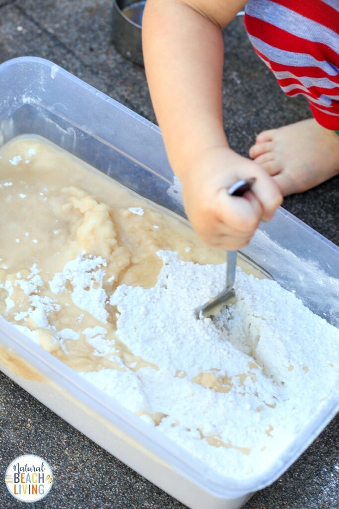 This Winter Nature Sensory Bin is a fun way to let your child explore nature with their hands while also using their other senses. Plus This super cool Winter Snow Cloud Dough will provide hours of fun sensory play in a Nature Sensory Bin. Add this Winter Sensory Bin and Snow Cloud Dough to your winter preschool lesson plans.