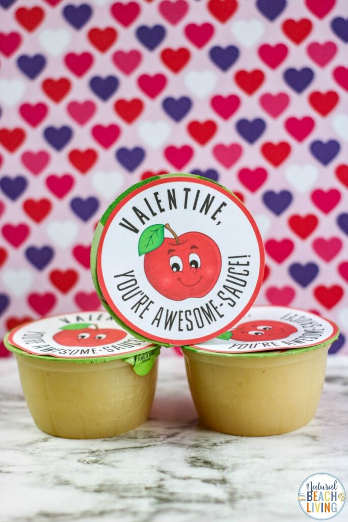 This Applesauce Valentine Printable is a fun way to give unique and fun Preschool Valentine Cards. Let your child put these Awesomesauce Valentine Printable together for friends! Use these for Homeschool preschool printables and Kid Valentine Cards. They are sweet and kids love them. Kindergarten Valentine Cards, Free valentines day cards