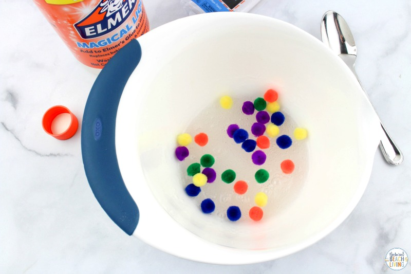 This Put me in the Zoo Slime is such a fun slime recipe to make! All you need for this Easy Slime Recipe is 3 ingredients. This is one homemade slime recipe that everyone loves. Make it for a Dr Seuss Party or Dr Seuss Theme your kids will love this sensory activity