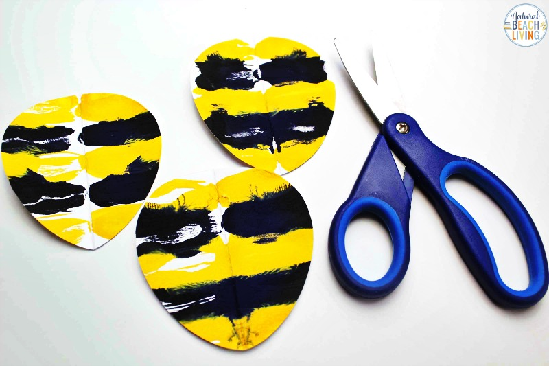 Kids love this Preschool Bee Art Activity! Not only will your kids create the cutest bees ever, but it's a really fun bee art project for kids to enjoy this summer. See how easy this Preschool Bee Craft with a Free Bee Template is for squish painting fun. Add this activity to your insect theme